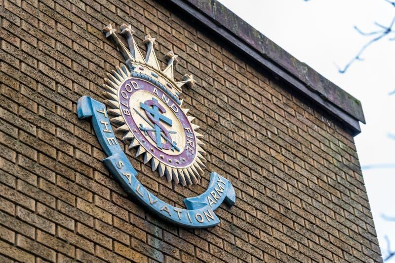 Нортгемптон Великобритания 5-ое января 2018: Знак логотипа армии спасения на кирпичной стене в центре Northampton Town стоковое изображение rf
