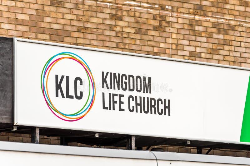 Нортгемптон Великобритания 5-ое января 2018: Логотип церков жизни королевства подписывает внутри Northampton Town центризует стоковые изображения