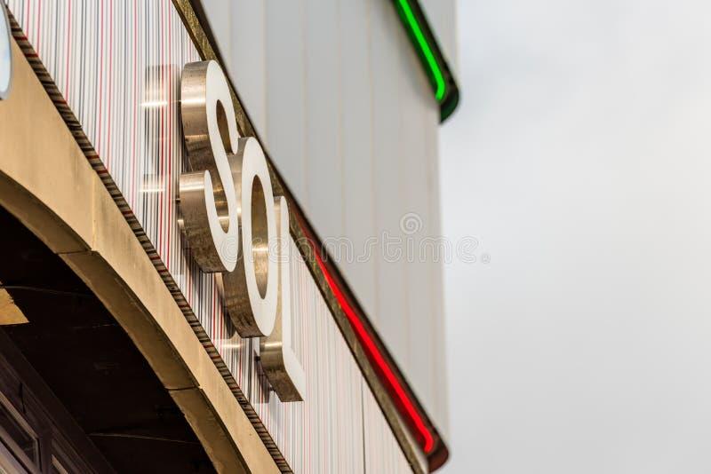 Нортгемптон Великобритания 5-ое января 2018: Логотип SOL подписывает внутри Northampton Town центризует стоковая фотография rf