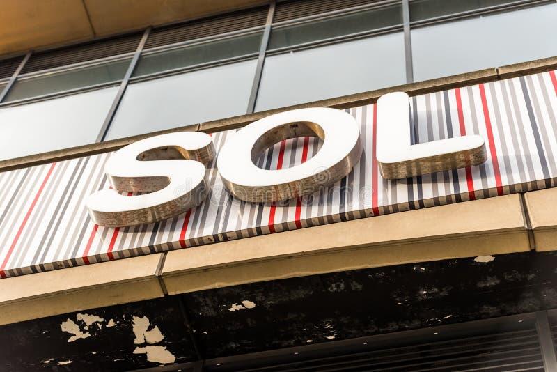 Нортгемптон Великобритания 5-ое января 2018: Логотип SOL подписывает внутри Northampton Town центризует стоковое изображение