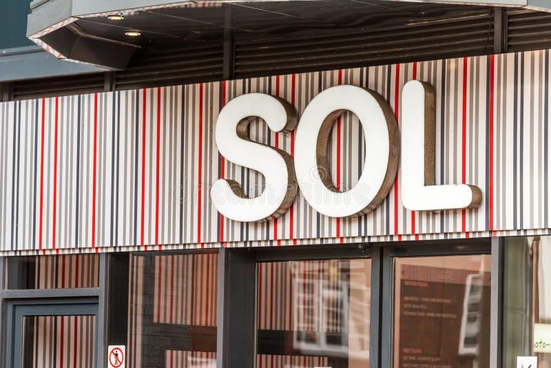 Нортгемптон Великобритания 5-ое января 2018: Логотип SOL подписывает внутри Northampton Town центризует стоковые изображения