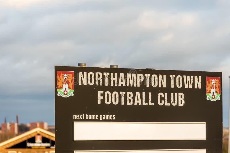 Нортгемптон Великобритания 4-ое января 2018: Стойка приспособлений клуба футбола Northampton Town в парке розницы Sixfields стоковые фотографии rf