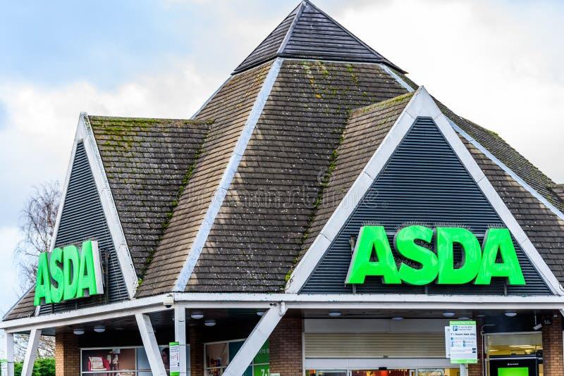 Нортгемптон Великобритания 6-ое января 2018: Экстерьер знака логотипа Superstore Asda стоковая фотография