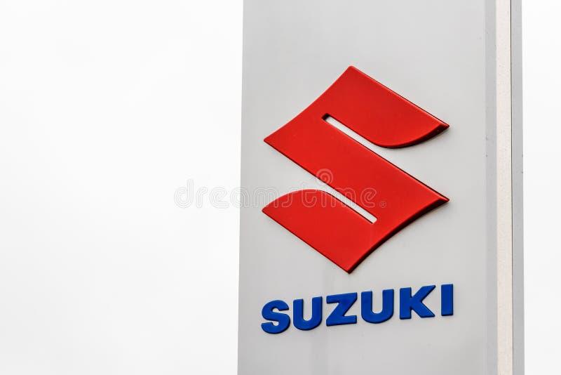 Нортгемптон Великобритания 3-ье февраля 2018: Стойка знака логотипа Suzuki в центре Northampton Town стоковое изображение