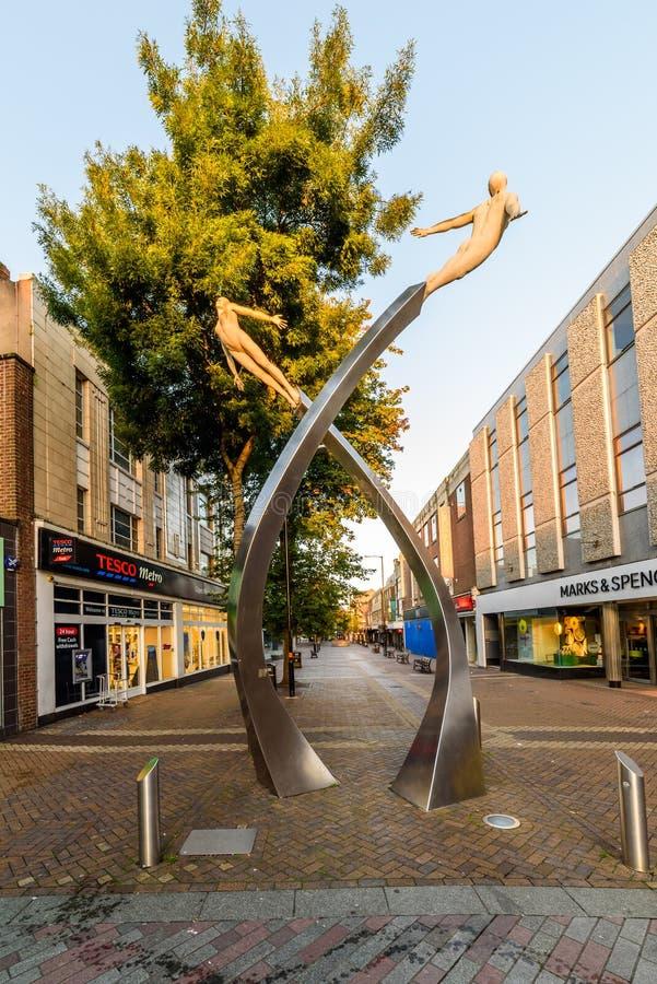Нортгемптон, Великобритания - 10-ое августа 2017: Ясный взгляд утра неба мемориала дна на улице Abington в центре Northampton Tow стоковое изображение