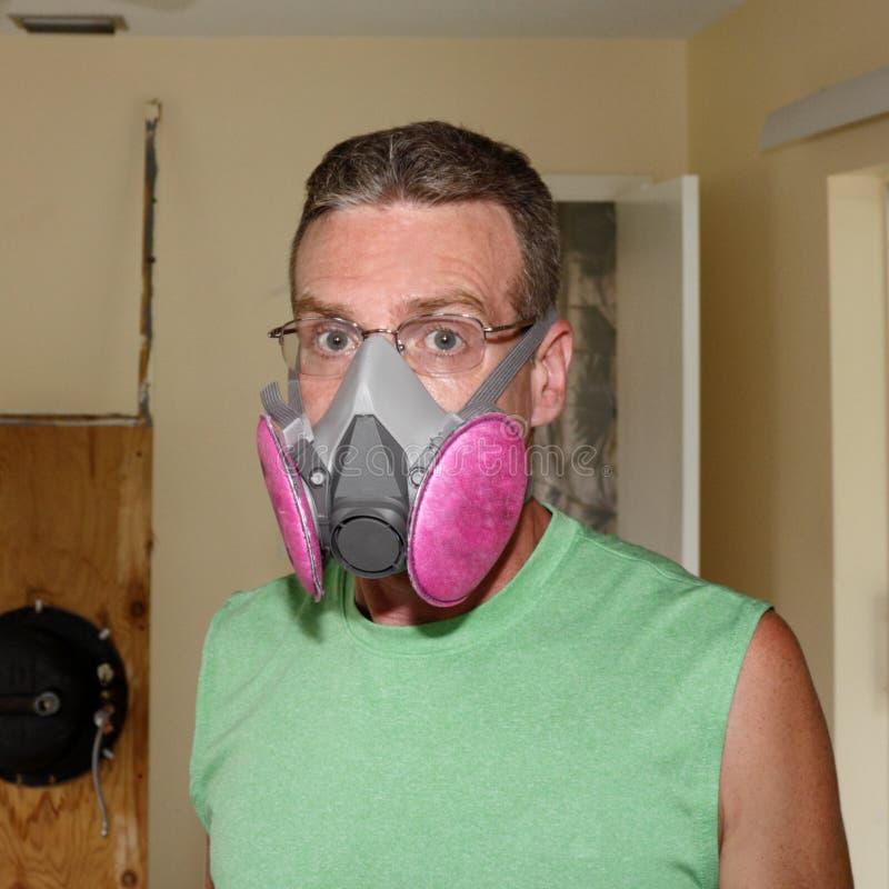 Носить маску прессформы стоковая фотография