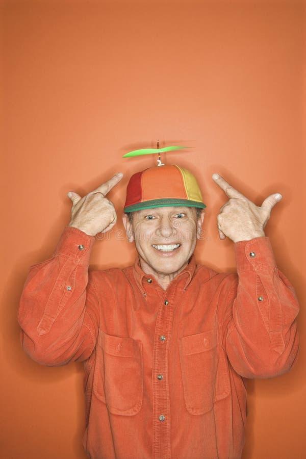 носить пропеллера человека крышки кавказский стоковое изображение rf