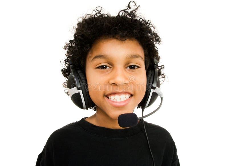 носить шлемофона мальчика стоковая фотография rf