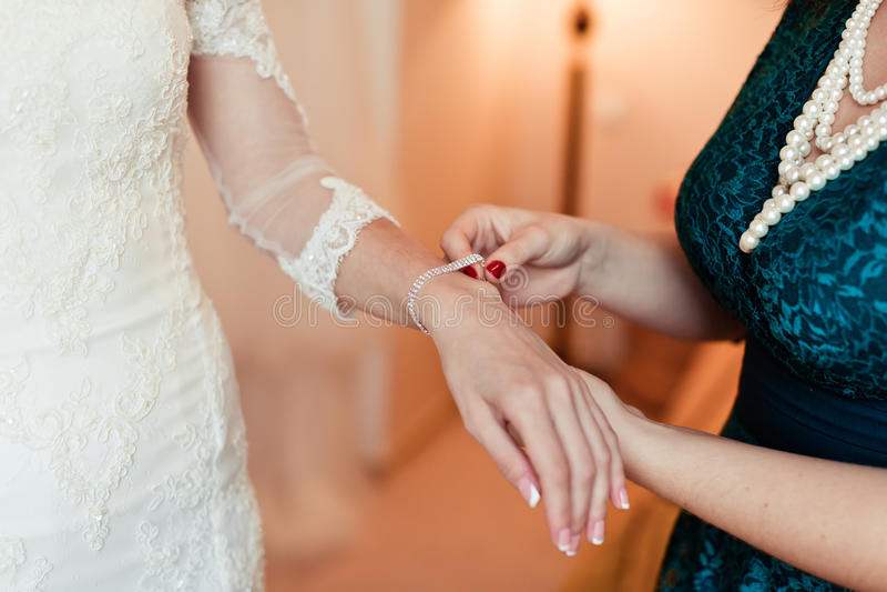 Носит ювелирные изделия свадьбы стоковая фотография