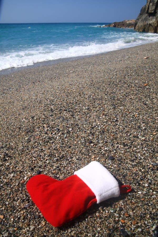 Носок Санты на пляже стоковое фото rf