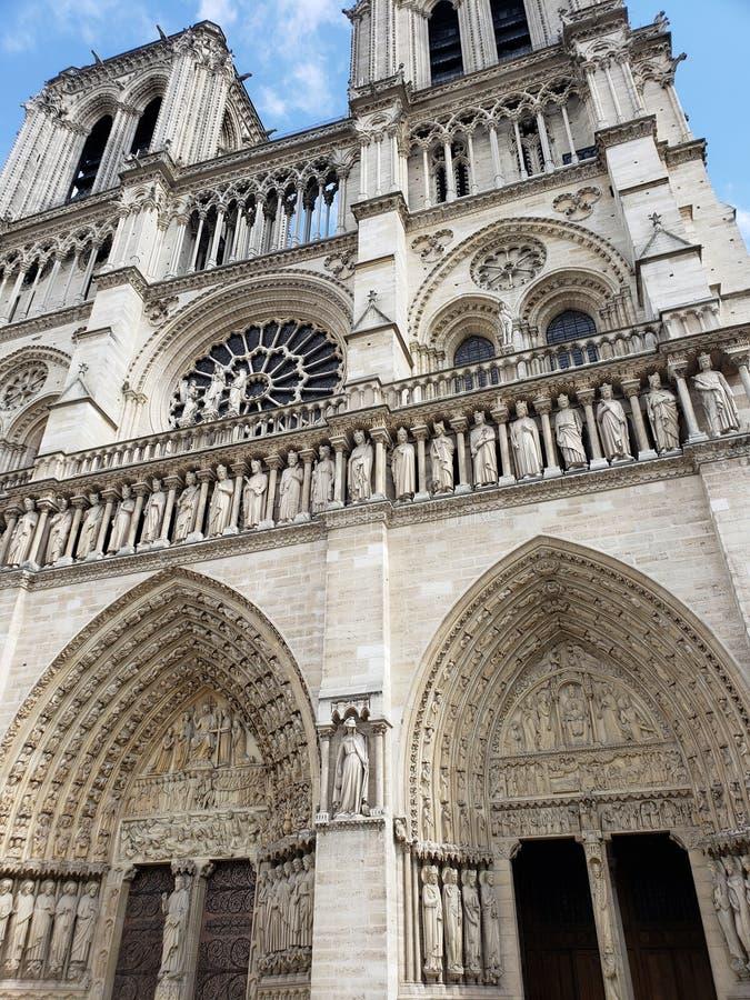 Нотр-Дам вне Парижа Франции стоковое изображение