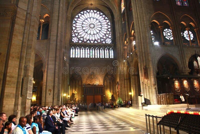 Нотр-Дам de Париж исторический памятник и церковь мира известная стоковые фотографии rf
