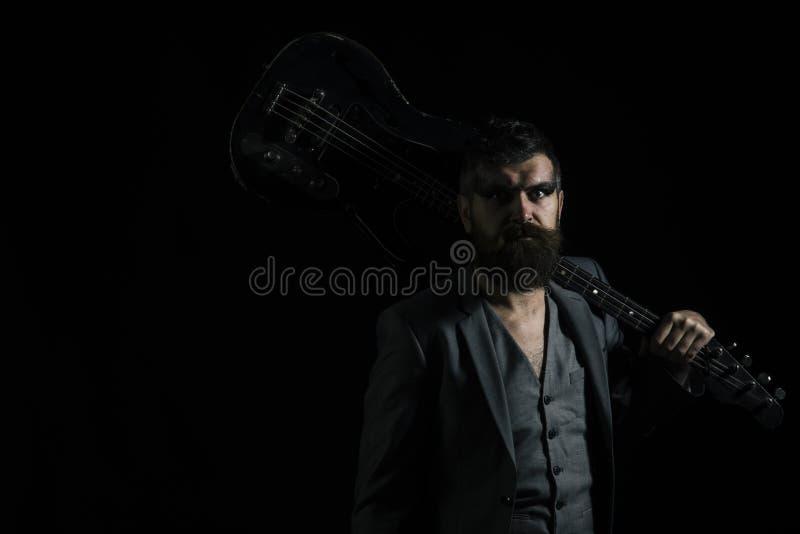 нот иллюстрации электрической гитары принципиальной схемы Бородатый человек с гитарой для того чтобы сыграть музыку Hipser с музы стоковое изображение