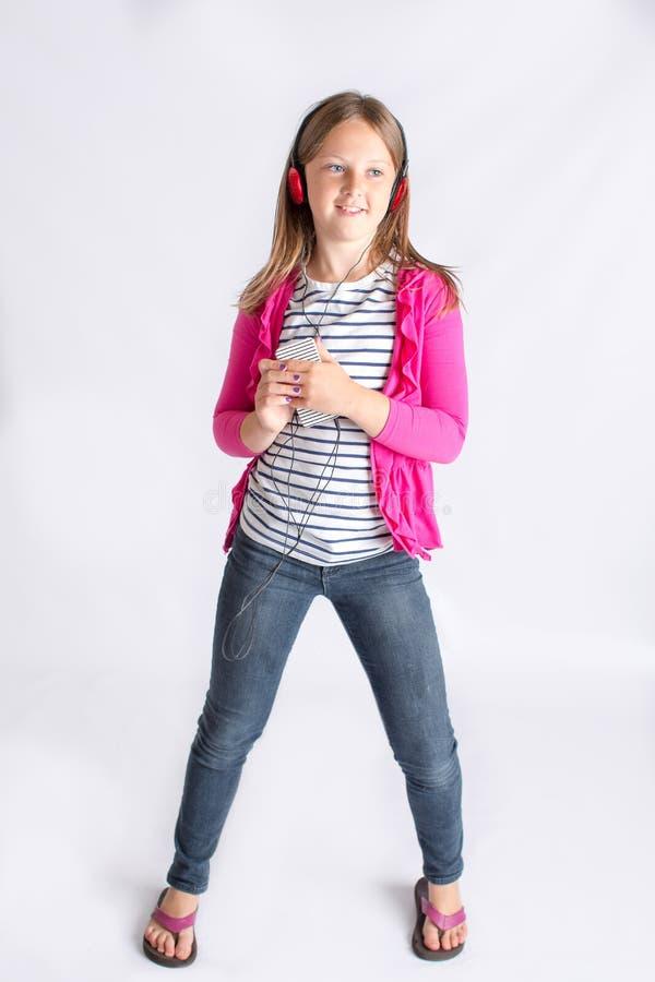 нот наушников девушки слушая к стоковые фото