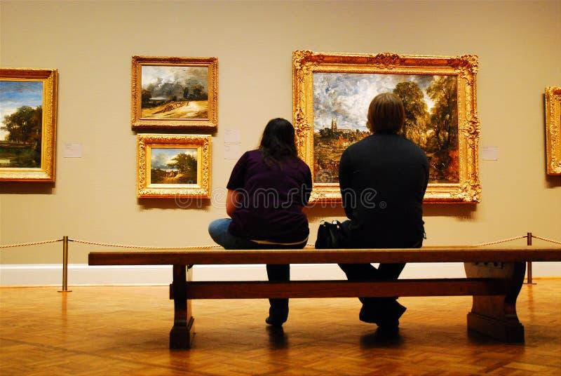 Ноча даты на музее стоковые изображения