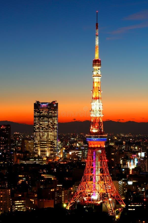 Ноча башни токио стоковые фотографии rf