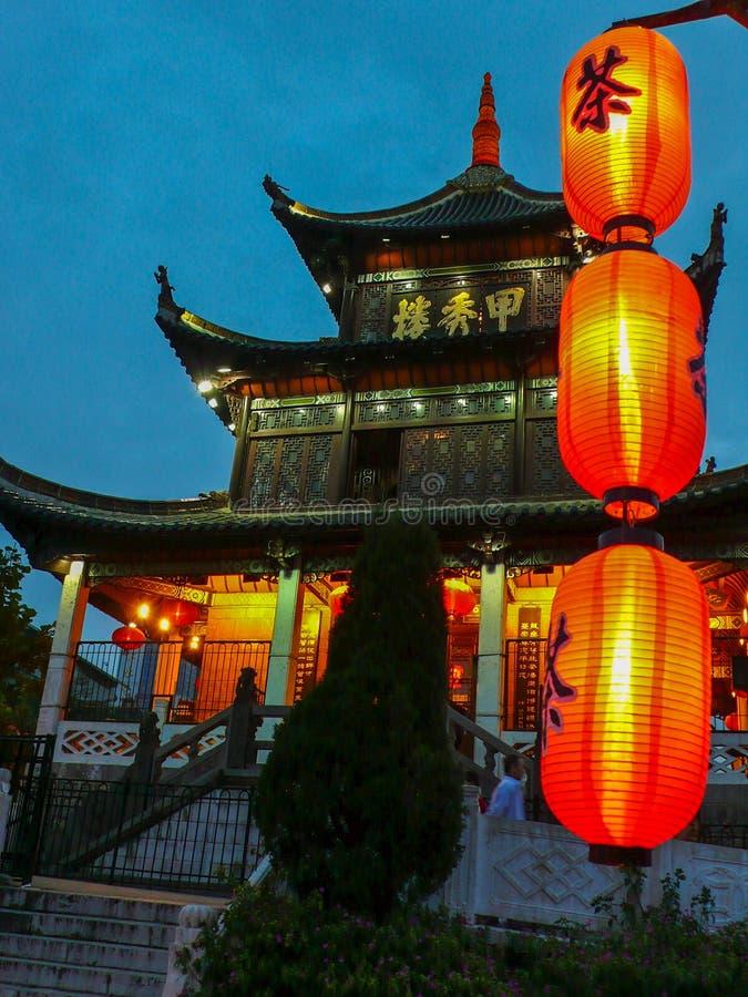 Ноча башни Jiaxiu, Guiyang стоковая фотография rf
