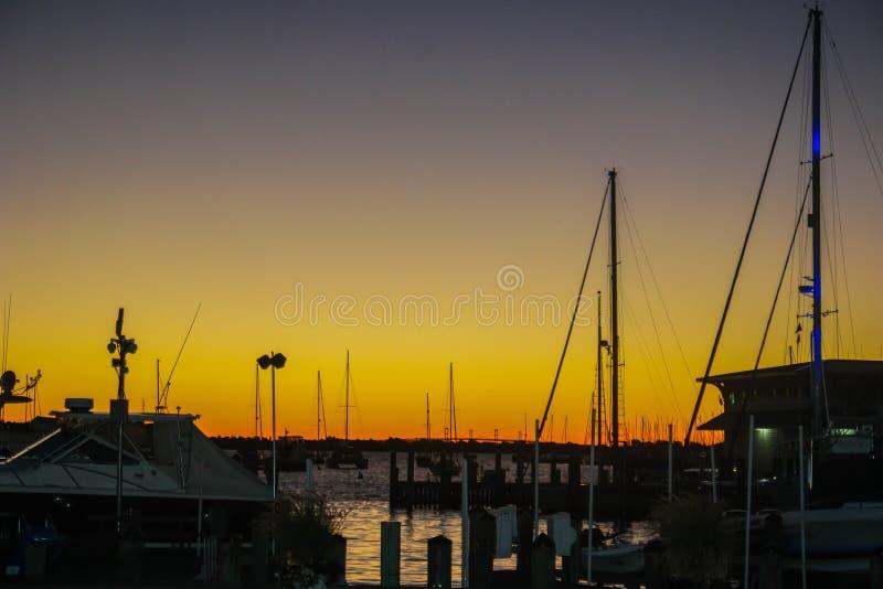 Ноча в восход солнца на заливе стоковые изображения rf