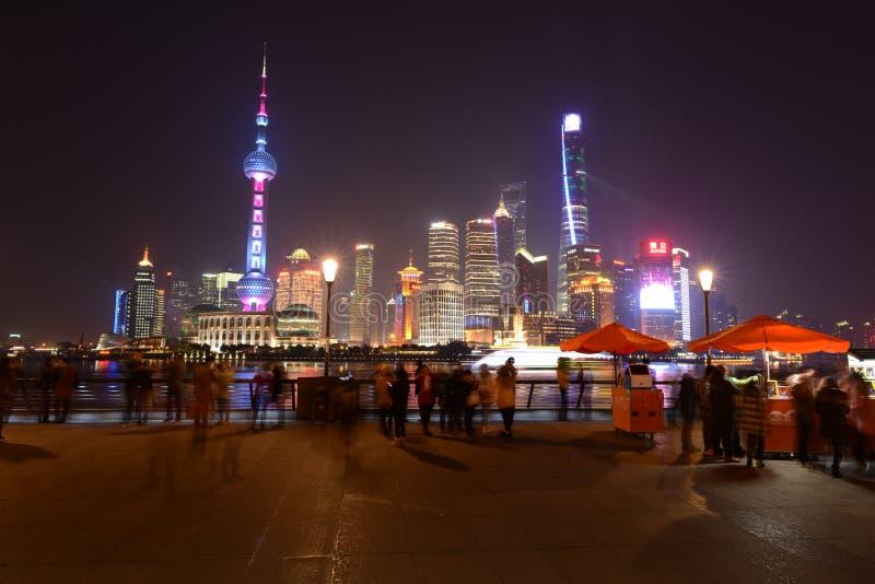 Ноча в декабре на бунде Шанхая стоковое фото rf