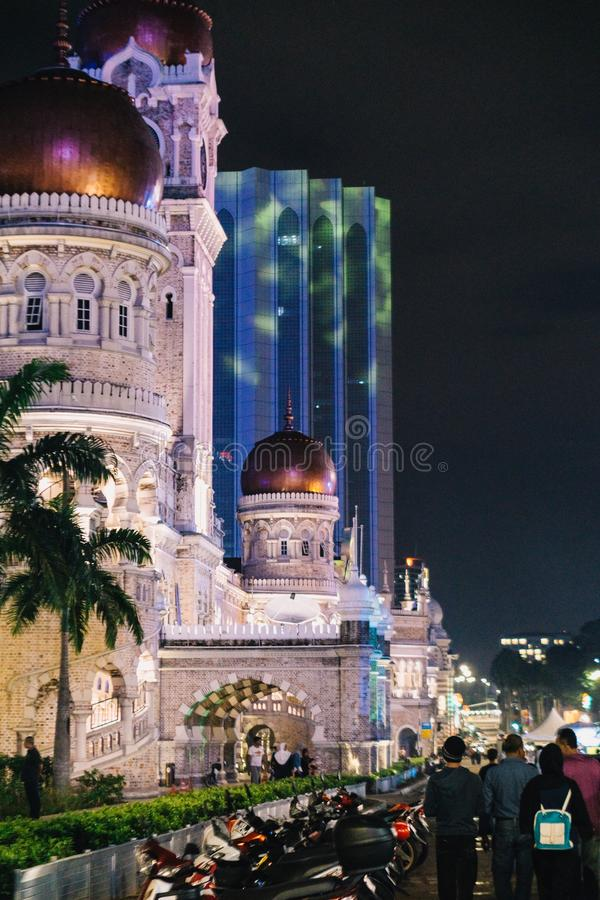 Ноча в здании Abdul Samad султана, Куалае-Лумпур стоковое изображение rf