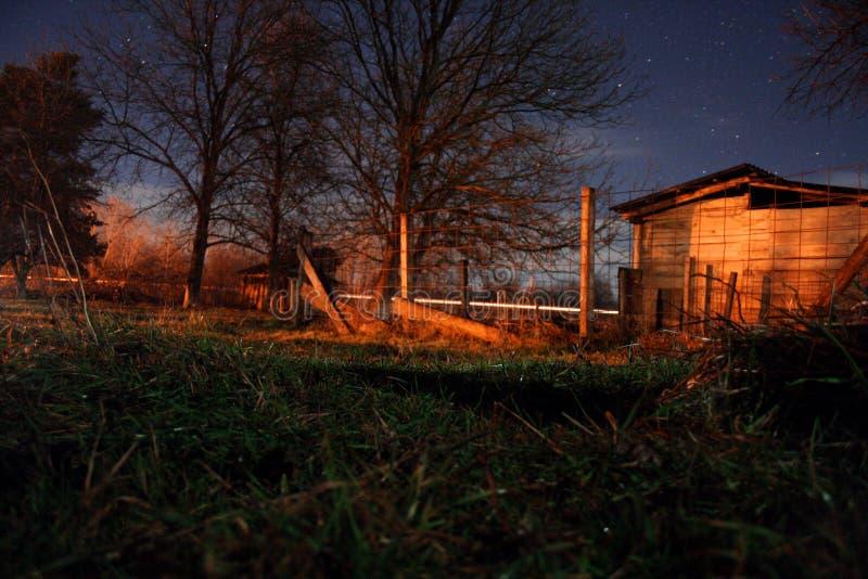 Ноча в малой деревне стоковая фотография