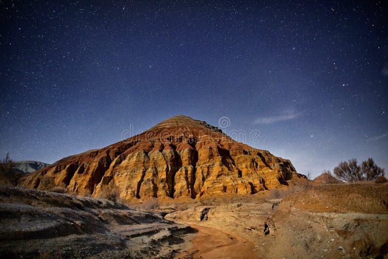 Download Ноча в пустыне стоковое фото. изображение насчитывающей предохранение - 113819152