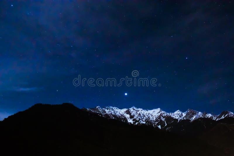 Ноча в Hiamalayas стоковое изображение rf