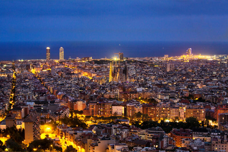 Ноча горизонта Барселоны стоковое изображение