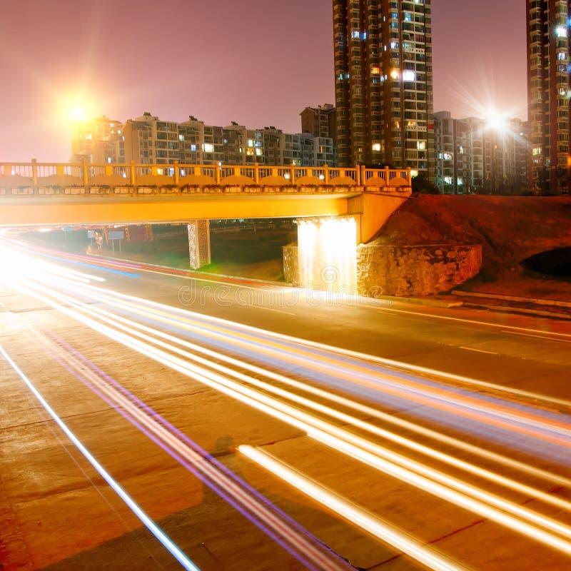 Download ноча города стоковое изображение. изображение насчитывающей весточка - 18378585