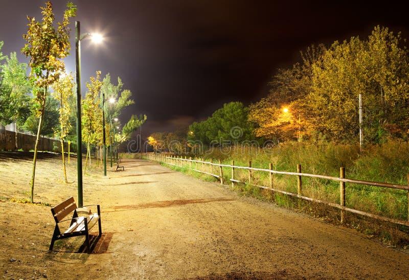 ноча городского пейзажа стоковые фотографии rf