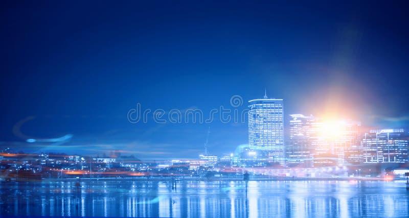 Download ноча города самомоднейшая Мультимедиа Стоковое Изображение - изображение насчитывающей свет, заповедник: 81807493