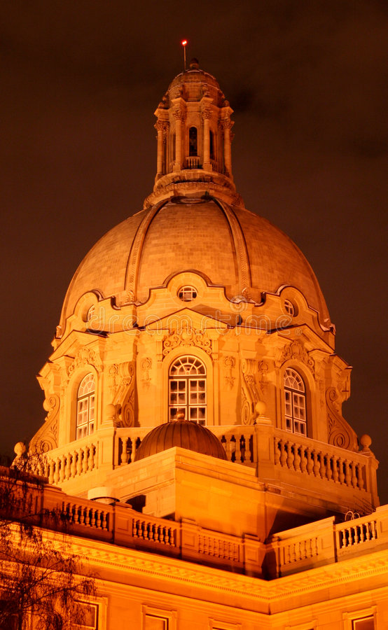 ноча законодательой власти здания alberta стоковое фото