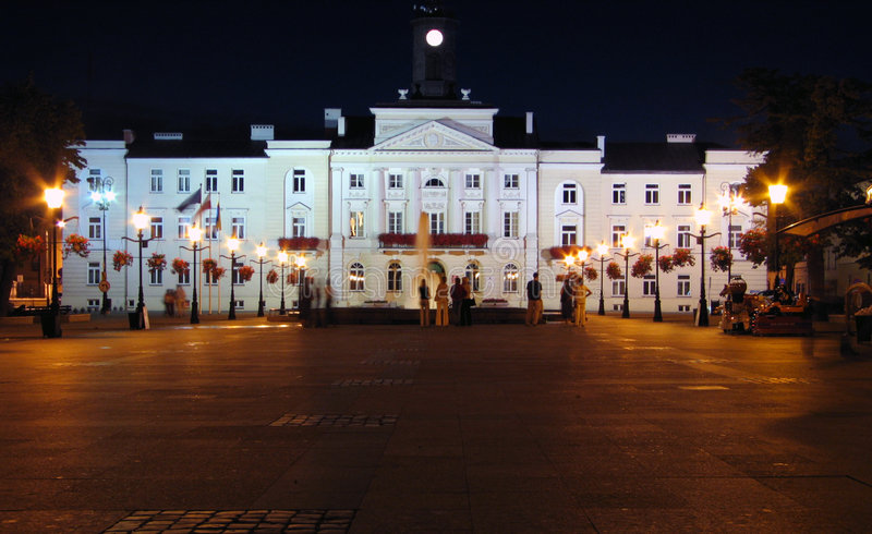 Download ноча здание муниципалитет стоковое фото. изображение насчитывающей польша - 76104