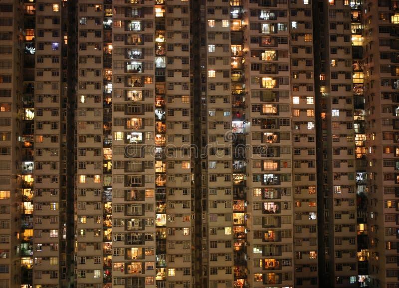ноча квартир города блока квартир стоковое фото rf