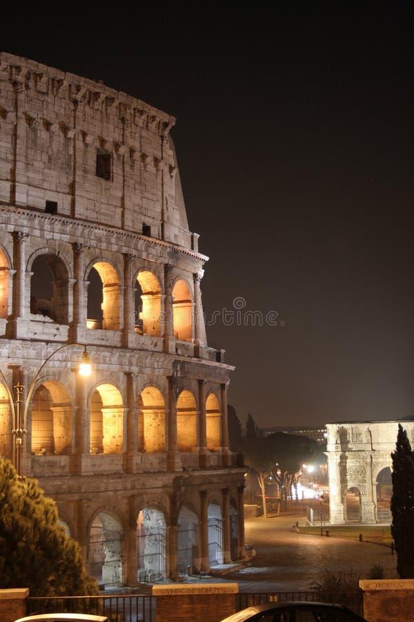 Ноча Колизея (Colosseo - Рим - Италия) стоковые изображения