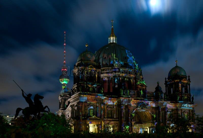 ноча купола berlin стоковые фотографии rf