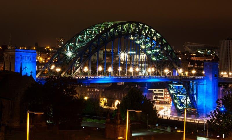 Ноча моста Tyne стоковые фотографии rf
