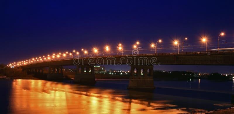 ноча освещения моста стоковая фотография