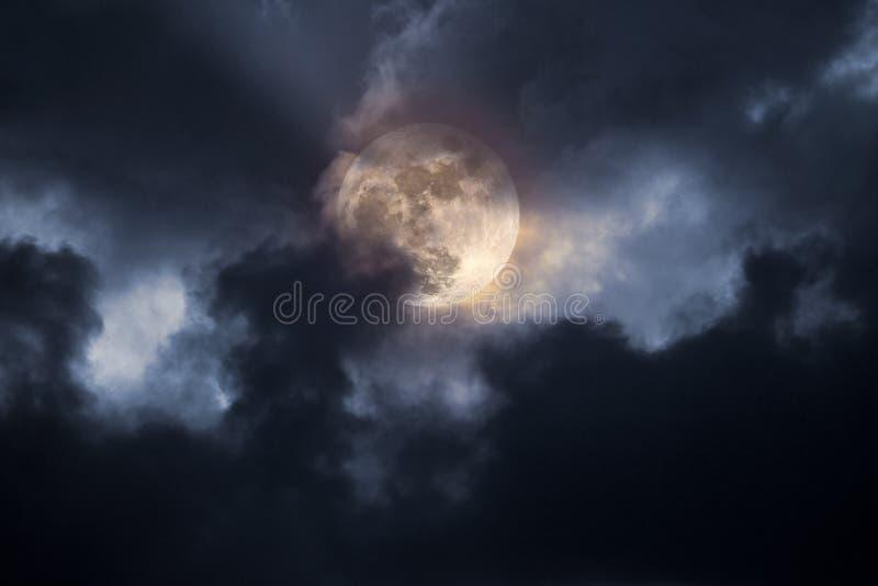 ноча полнолуния бурная стоковые фото