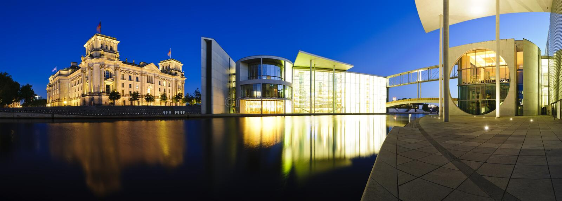 ноча правительства зданий berlin стоковые изображения
