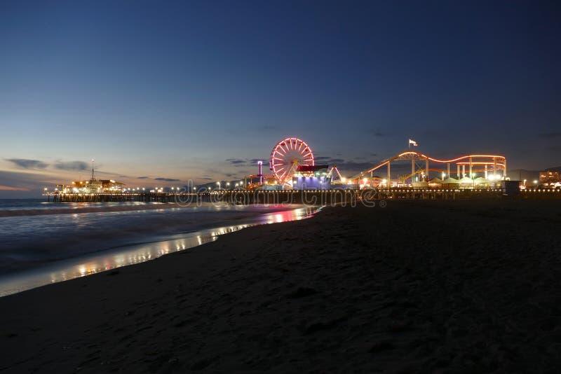 Ноча пляжа и пристани Санта-Моника стоковые изображения