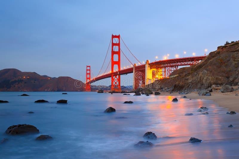 ноча строба моста золотистая стоковые фото