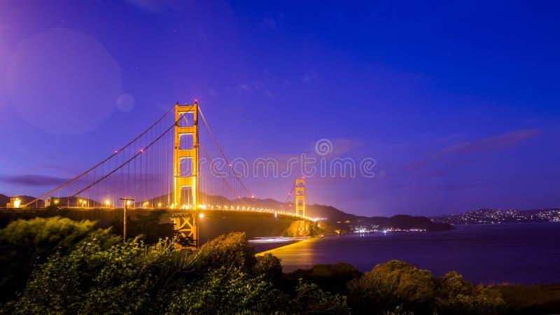 ноча строба моста золотистая стоковая фотография rf