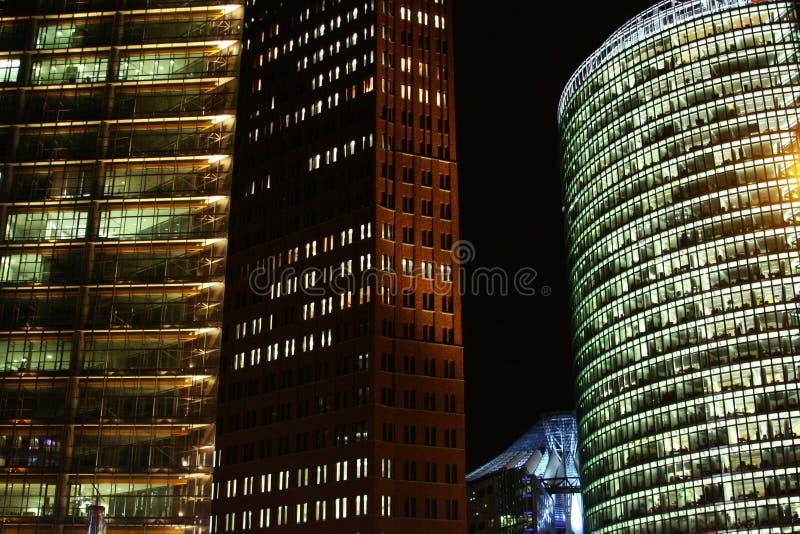 ноча 3 зданий стоковые изображения rf