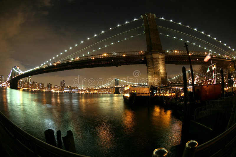 ноча brooklyn manhattan моста к взгляду стоковое фото rf
