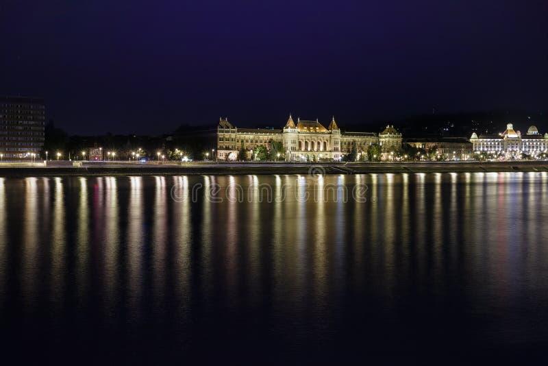 Download ноча budapest стоковое изображение. изображение насчитывающей европа - 40587915