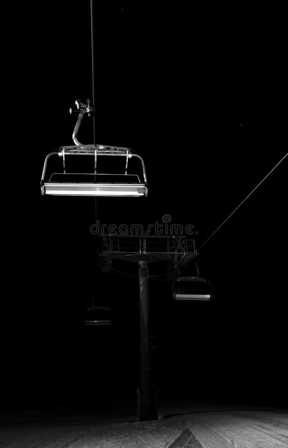 ноча chairlifts исчезая стоковое изображение