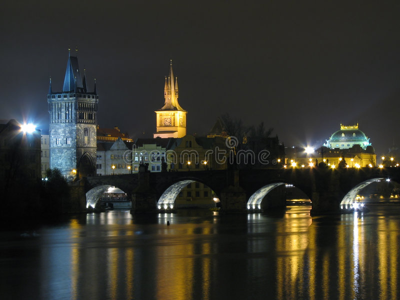 ноча charles моста стоковое изображение rf