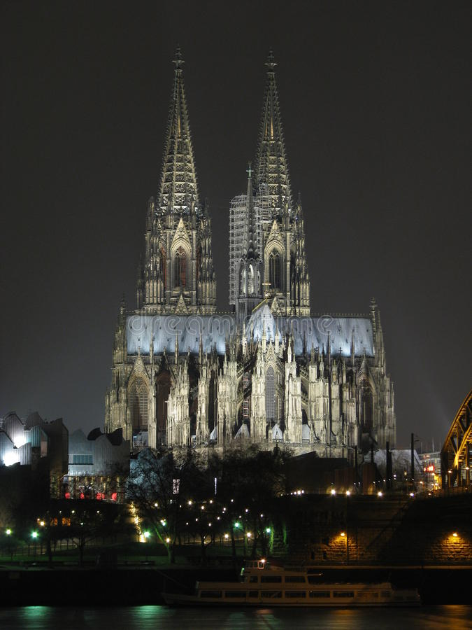 ноча colgne собора стоковые фото