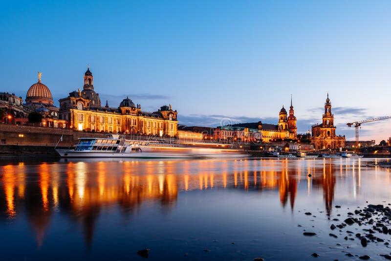 ноча dresden Германии стоковое фото rf
